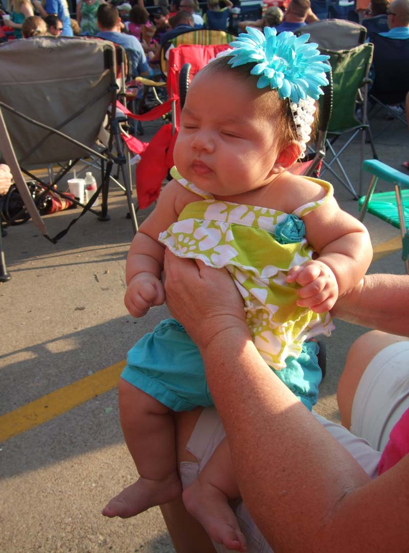 photo of one of the youngest fans at The Spazmatics concert